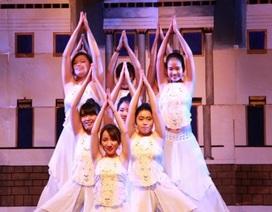 Bạn trẻ Việt tại Anh tự tin thể hiện tài năng, quảng bá văn hóa Việt