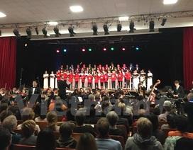 Những giai điệu Tổ quốc yêu thương của người Việt vang lên ở Paris