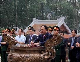 Chủ tịch nước dâng hương tưởng niệm Chủ tịch Hồ Chí Minh tại Khu K9