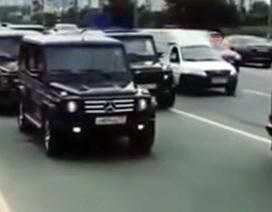 """Dàn xe siêu sang """"đại náo"""" đường phố Moscow gây bão mạng"""
