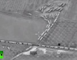 Công bố hình ảnh động trời trăm xe tải từ Thổ vào Syria