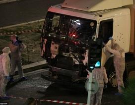 """""""Kho"""" vũ khí bên trong chiếc xe tải thảm sát đường phố ở Pháp"""