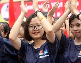 3.000 bạn trẻ đội mưa xếp hình kỉ niệm 60 năm thành lập Hội Liên hiệp Thanh niên Việt Nam