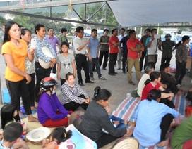 Hàng trăm người chặn cổng công ty xi măng phản đối ô nhiễm