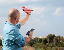 Độc đáo thiết bị cho phép điều khiển máy bay giấy bằng smartphone