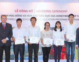 Trao tặng học bổng cho sinh viên chuyên ngành Kỹ sư hóa chất