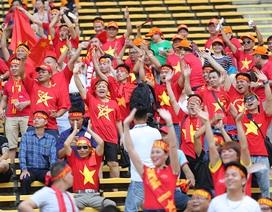 """CĐV Việt Nam hát bài """"Như có Bác Hồ trong ngày vui đại thắng"""" tiếp lửa U22 Việt Nam"""