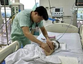 Bé trai 20 tháng tuổi bị ti vi rơi trúng đầu