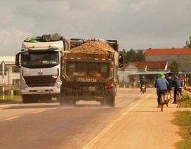 """Bình Định: Xe ben cơi nới thùng, chở cát có ngọn """"lộng hành"""" trên Quốc lộ 19"""