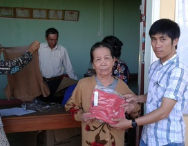 Bạn đọc báo Dân trí tặng 100 áo len giúp người dân vùng lũ Bình Định