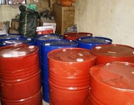 Ninh Bình: Bắt giữ 10 thùng phuy hóa chất không rõ nguồn gốc