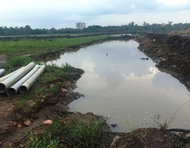 Lọt hố công trình đầy nước mưa, bé gái 8 tuổi chết thảm