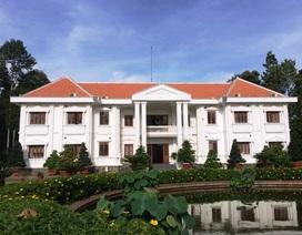 Đồng Tháp biến trụ sở UBND tỉnh thành điểm tham quan, chụp hình