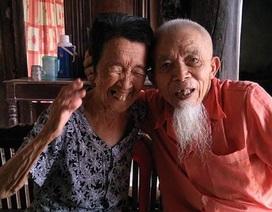 Ngưỡng mộ tình bạn xuyên thế kỷ của hai cụ già tuổi 90