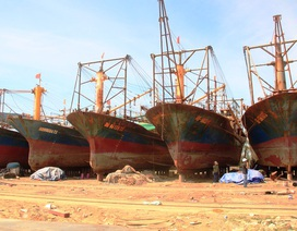 """Vụ tàu vỏ thép hư hỏng: Công nhân sửa tàu """"đột ngột"""" về quê, ngư dân lo sốt vó"""