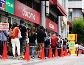 """Hy hữu chuyện xếp hàng cả cây số để mua máy """"điện tử 4 nút"""" tại Nhật"""