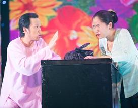 Hoài Linh đã U40 vẫn có thể khiến bạn diễn nữ xao xuyến?