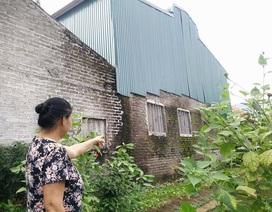 """Ninh Bình: Dân """"kêu trời"""" vì xưởng sản xuất đồ nhựa 10 năm nằm giữa khu dân cư!"""