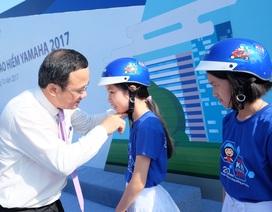 Hơn 15.500 học sinh Quảng Nam được tặng mũ bảo hiểm