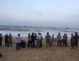 Nhóm học sinh cấp 2 bị sóng cuốn: Một thi thể dạt vào bờ