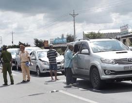 6 ô tô tông nhau liên hoàn, giao thông ùn tắc