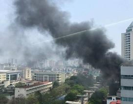 Hà Nội: Cửa hàng chăn, đệm bốc cháy dữ dội