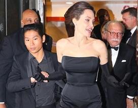 Pax Thiên lịch lãm cùng mẹ Jolie đi ăn tối