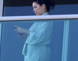 Eva Longoria lần đầu lộ bụng bầu