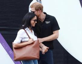 Hoàng tử Anh Harry lần đầu công khai bạn gái