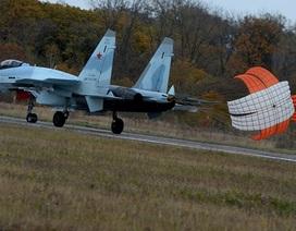 Ngắm dàn máy bay hiện đại bên trong đơn vị không quân danh tiếng của Nga