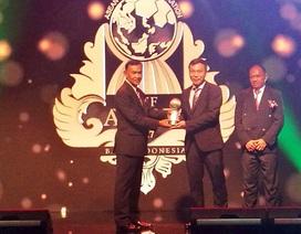 HLV Mai Đức Chung nhận giải HLV bóng đá nữ xuất sắc nhất Đông Nam Á
