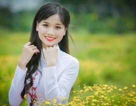 Nữ sinh khoe sắc kiều diễm giữa cánh đồng hoa