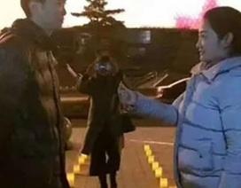 """Nữ đại gia gây sốc với màn cầu hôn bạn trai """"bá đạo"""" bằng 900 taxi"""