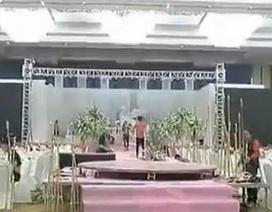 Đang cưới dở, cô dâu gọi cảnh sát đến bắt chú rể