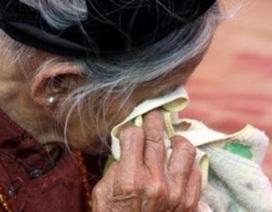 """Đau lòng mẹ già 80 tuổi hàng tháng """"luân phiên"""" ở trọ nhà các con trai"""