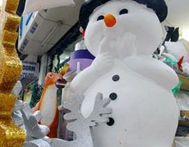 """""""Nặn"""" người tuyết, nghề độc lạ ở Thủ đô mùa Noel"""