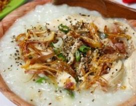Cách nấu cháo gà hạt sen nóng hổi, bổ dưỡng siêu đơn giản