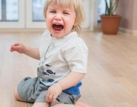 """Tuyệt chiêu giúp bố mẹ """"đối phó"""" với trò ăn vạ của con"""