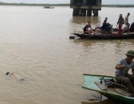 Tìm kiếm đôi nam nữ bất ngờ nhảy sông Lam tự tử