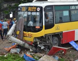 Xe buýt Đông Bắc đâm gãy cột điện, tông chết xe ôm