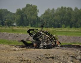 Kinh hoàng phát hiện thi thể người cháy đen cùng xe máy