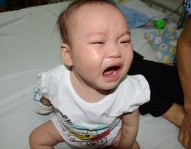 Tiếng khóc xé lòng của bé 9 tháng tuổi bị ung thư máu cấp