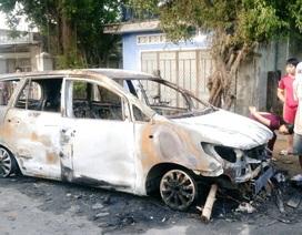 30 thanh niên hỗn chiến trong đêm, phóng hỏa đốt xe Innova