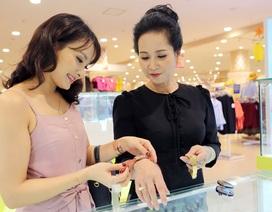 """Xem Bảo Thanh và """"mẹ chồng"""" chọn quà gì cho dịp mua sắm cùng nhau"""
