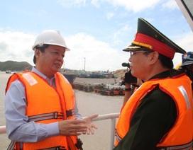 Ngăn thảm họa dầu tràn ở vùng biển 10 tàu hàng bị bão nhấn chìm