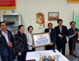 Chủ tịch Hội Khuyến học Việt Nam trao 200 triệu đồng học bổng cho học sinh Quảng Nam