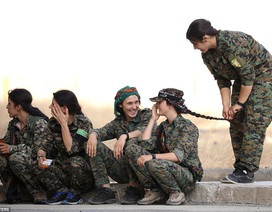 """Những """"bóng hồng"""" chống IS ở Syria"""