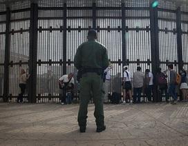 """Hàng rào """"đoàn tụ gia đình"""" ở biên giới Mỹ - Mexico"""