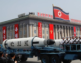 Triều Tiên phô diễn hàng loạt tên lửa trong lễ duyệt binh lớn chưa từng có