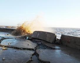 Kè biển tiếp tục sạt lở đe dọa cuộc sống của trên 8.000 hộ dân